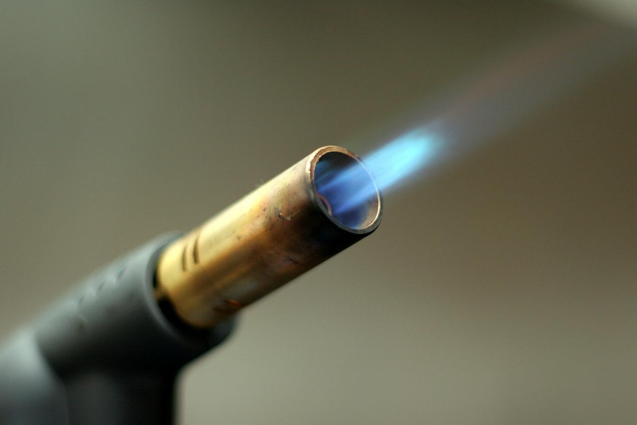 blowtorch-596294_1280